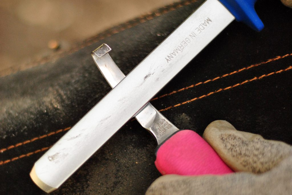 Bei der Hufbearbeitung verwende ich qualitativ hochwertige Werkzeuge.