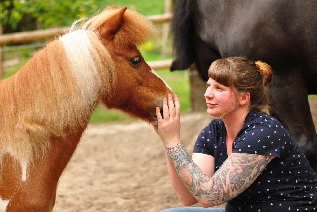 Pony Namen verniedlichen oft den Pferde-Charakter der Ponys.